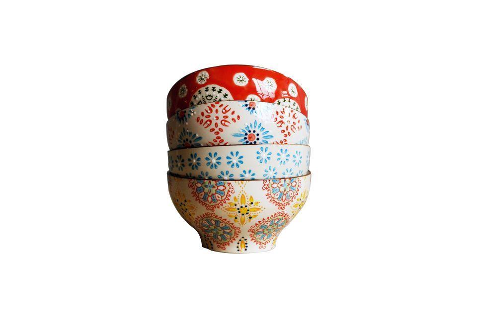 Mettete un po\' di colore sul vostro tavolo con queste 4 ciotole di ceramica alte 9cm e di 16cm di