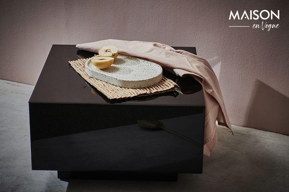Un mobile dalla silhouette pura tra minimalismo ed esotismo
