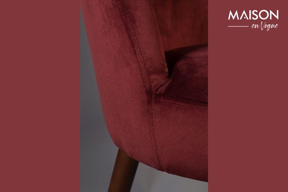 Questa bella sedia combina estetica e comfort e darà al vostro tavolo un tocco particolarmente