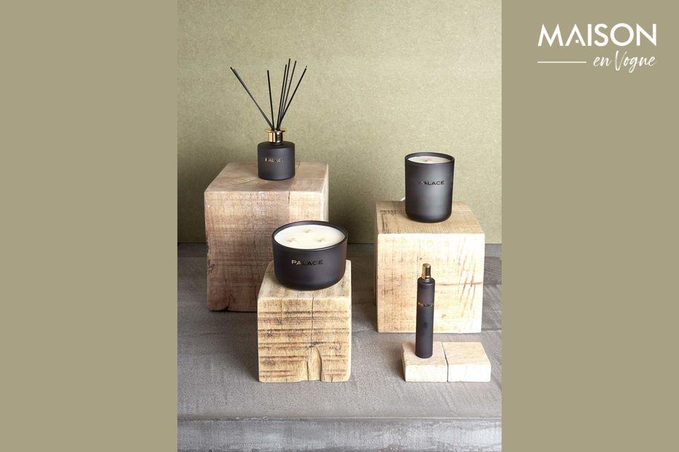 Cubo di legno naturale per un elemento decorativo
