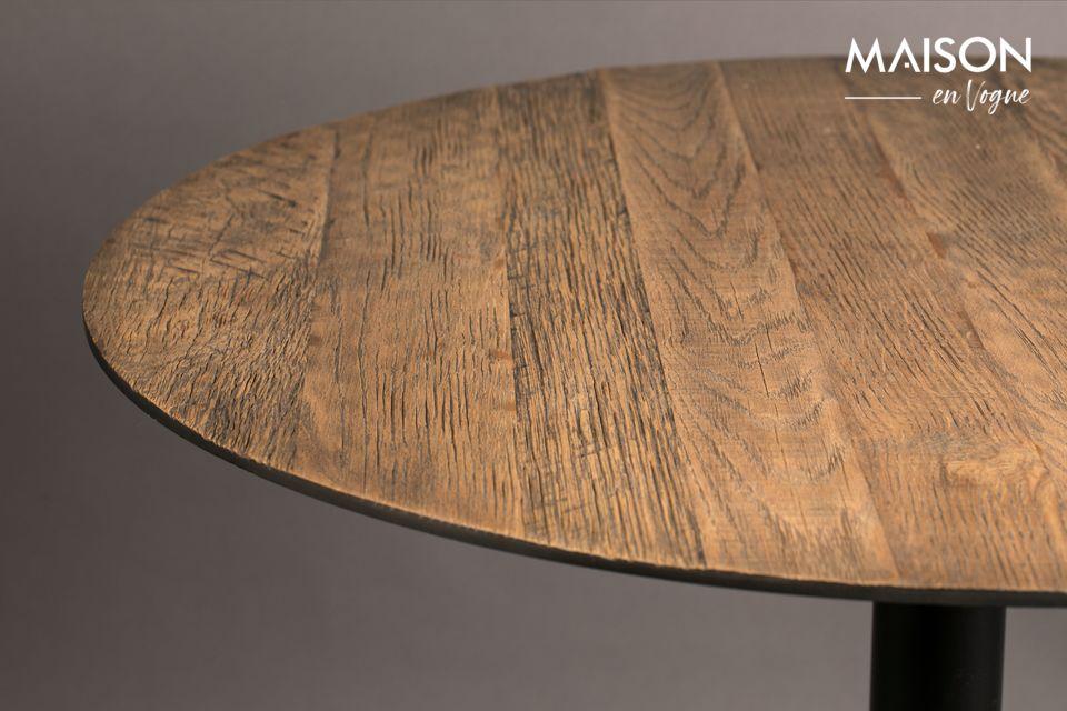 L\'alleanza tra legno e metallo rafforza la raffinatezza di questo pezzo