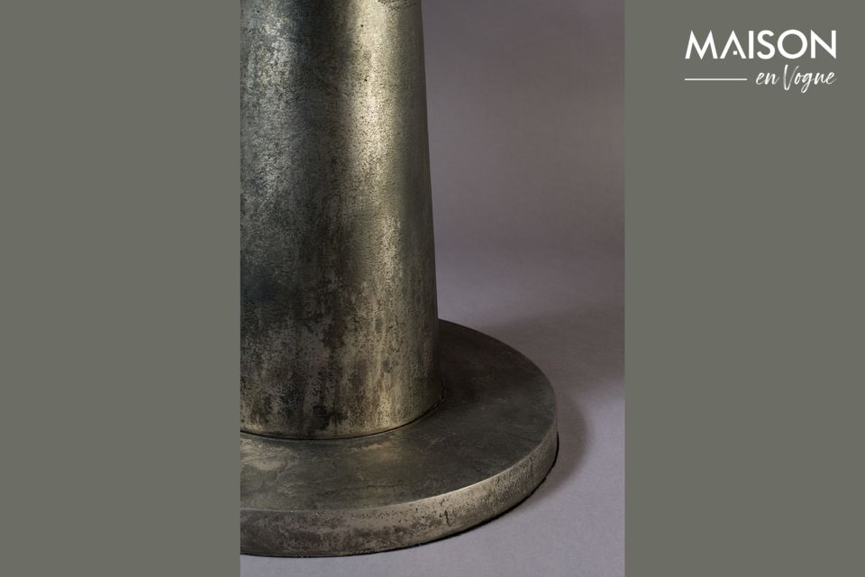 Scoprite il know-how e l\'ispirazione creativa di Dutchbone su questo modello di tavolino dal design