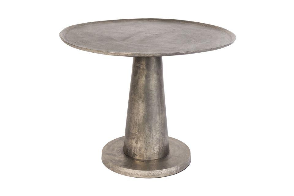 Installare il tavolino Brute in soggiorno o in veranda per condividere un momento conviviale con la