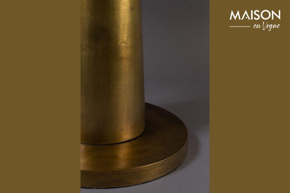 Questo tavolino in alluminio dà un tocco orientale con il suo piano laccato oro opaco di 63 cm