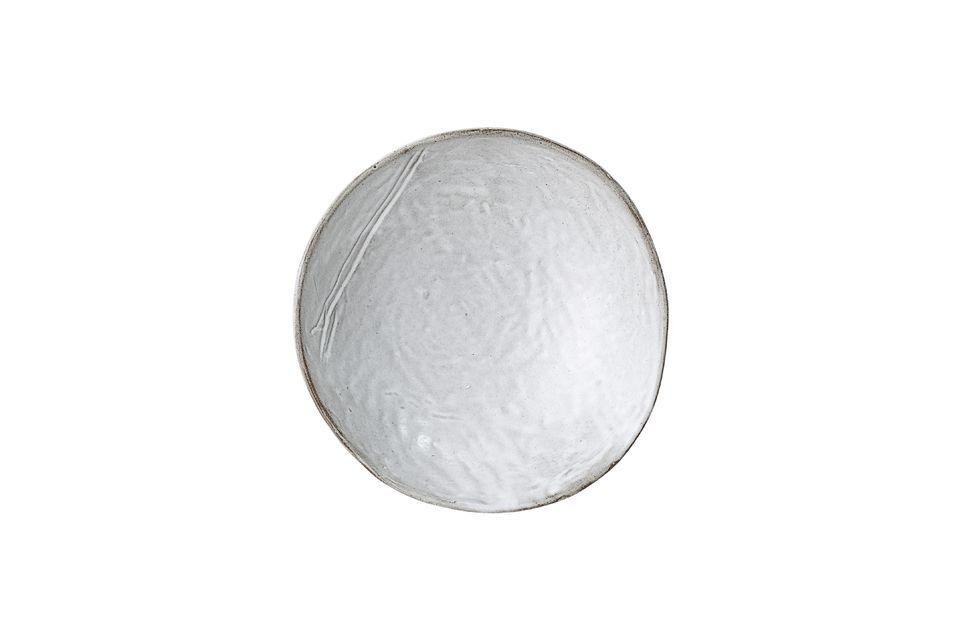 Questa ciotola in gres grigio si distingue dall\'ordinario con il suo bordo asimmetrico