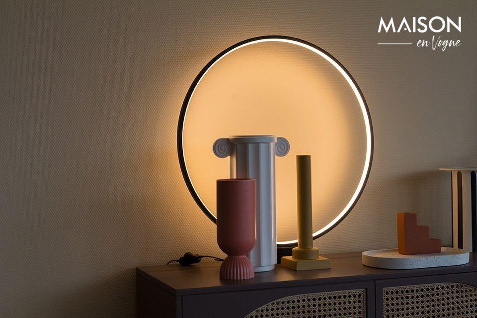 Sia decorativo che utilitaristico, questo accessorio ha un design molto particolare