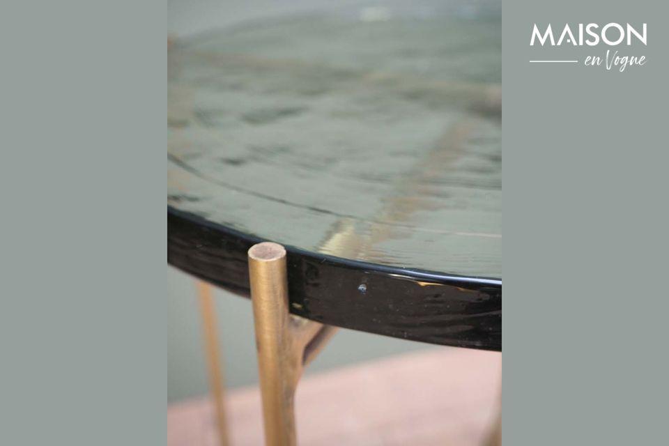 I tavoli in vetro hanno molti vantaggi, ma anche alcuni svantaggi, soprattutto la fragilità