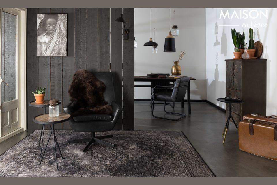 Il fascino del legno abbinato al metallo nero per questo bellissimo tavolo naturale con tendenza