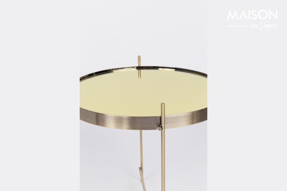 È un look nobile e originale quello che offre questo piccolo tavolino Cupido Gold