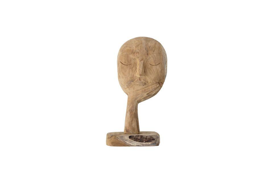 Questa scultura a forma di volto immerso nel suo pensiero è tutt\'altro che tradizionale