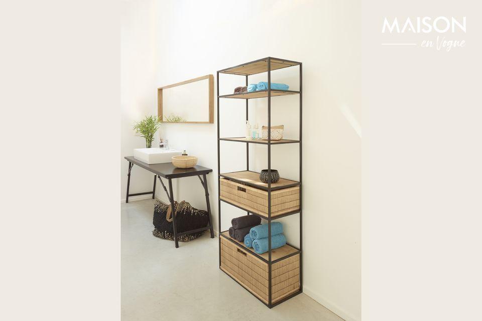 Uno scaffale alto e moderno per la camera da letto o il soggiorno