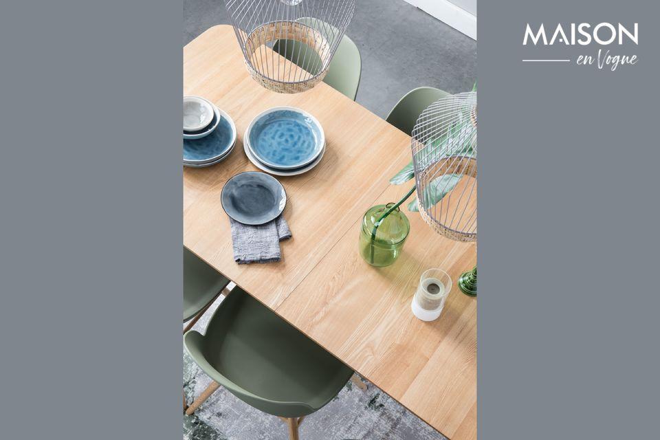Questo tavolo Glimps 180/240x90 cm in naturale si adatterà facilmente alla vostra vita quotidiana