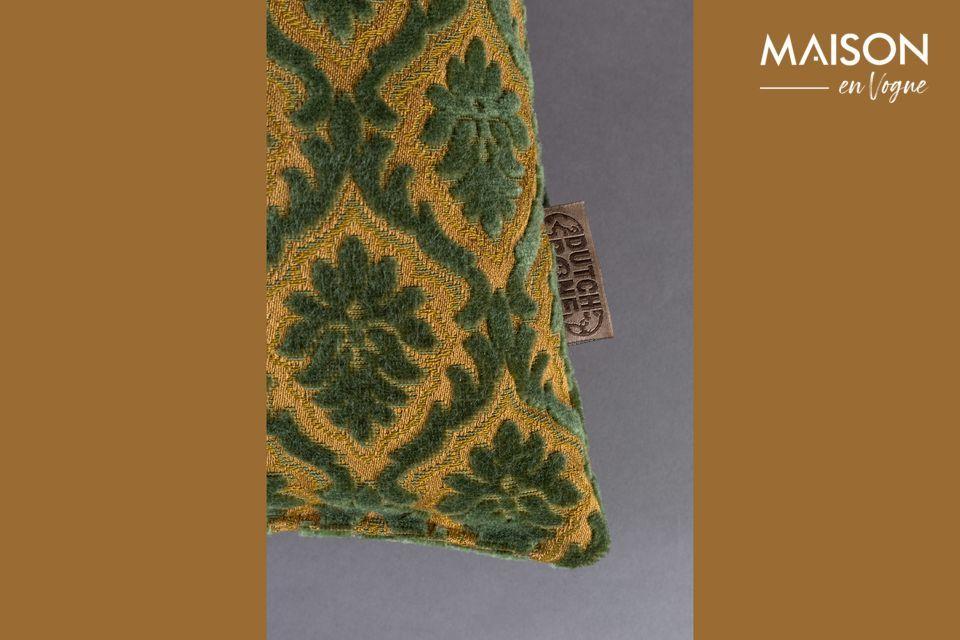 Questo accessorio confortevole e decorativo è caratterizzato da un motivo vegetale ripetuto su uno