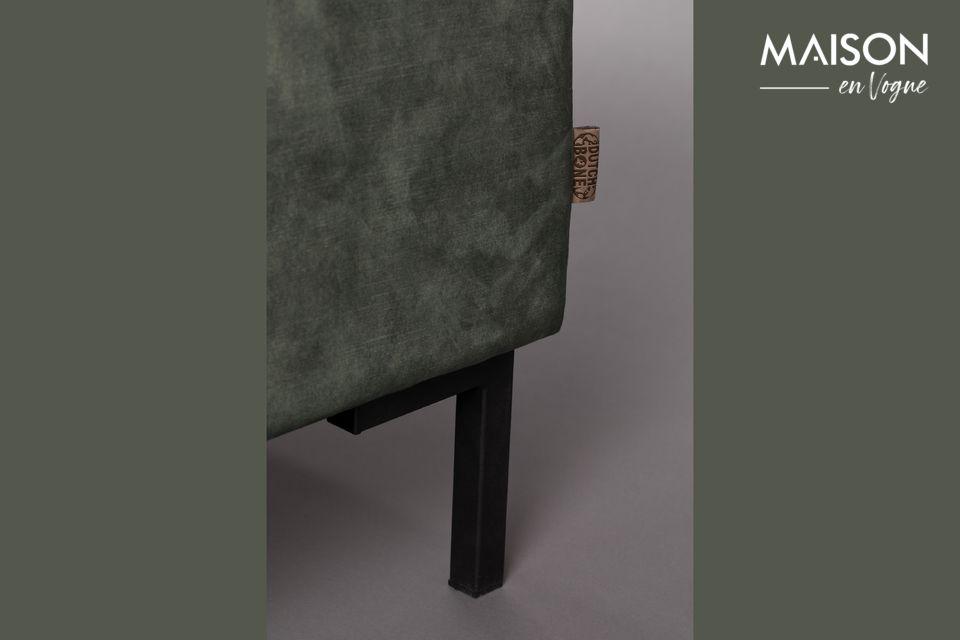 Questo modello a 3 posti ha una seduta morbida composta da 2 grandi cuscini per un comfort ottimale