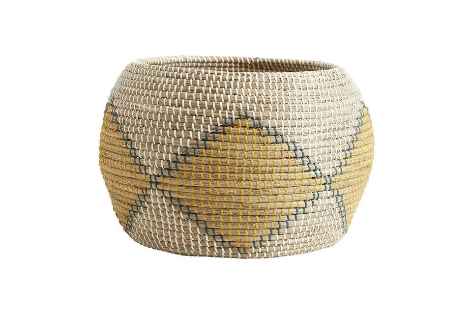 Il cestino di vimini Ilay è un grande cestino di giunco di mare con un diametro di 47 cm