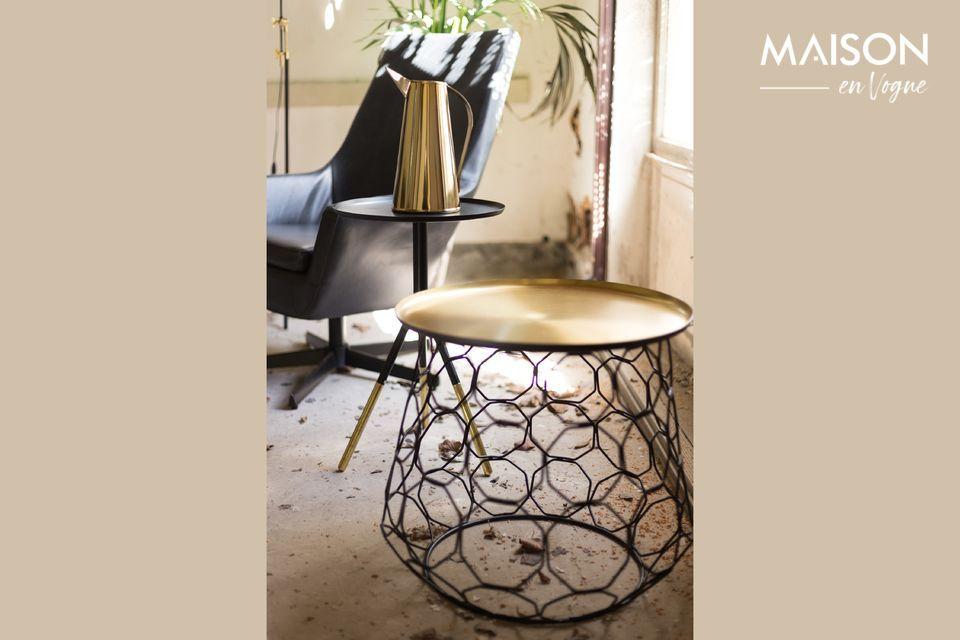 Una brocca decorativa dal design raffinato