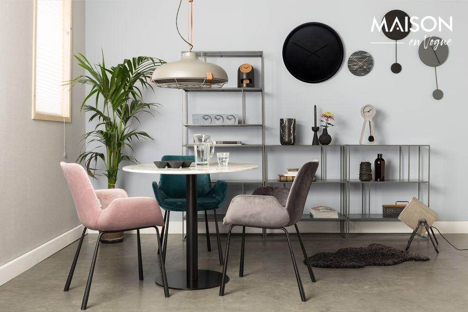 La nobiltà del marmo su un tavolo elegante e di facile manutenzione