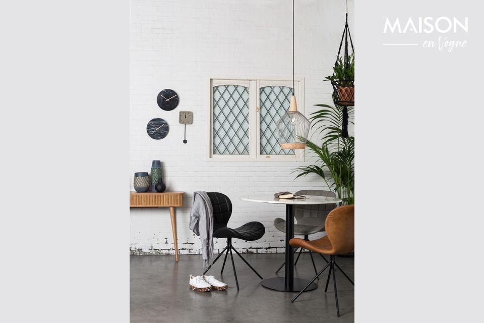 Si tratta di un piano di 90 centimetri in marmo bianco naturale e marmo lucido che il tavolo in