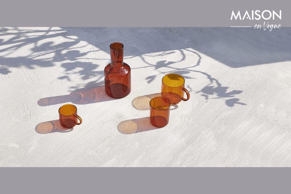Tazze di vetro color ambra