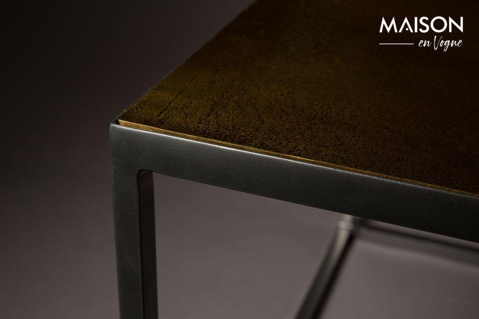 Questo elegante tavolino Lee soddisfa certamente tutte le esigenze del nostro tempo