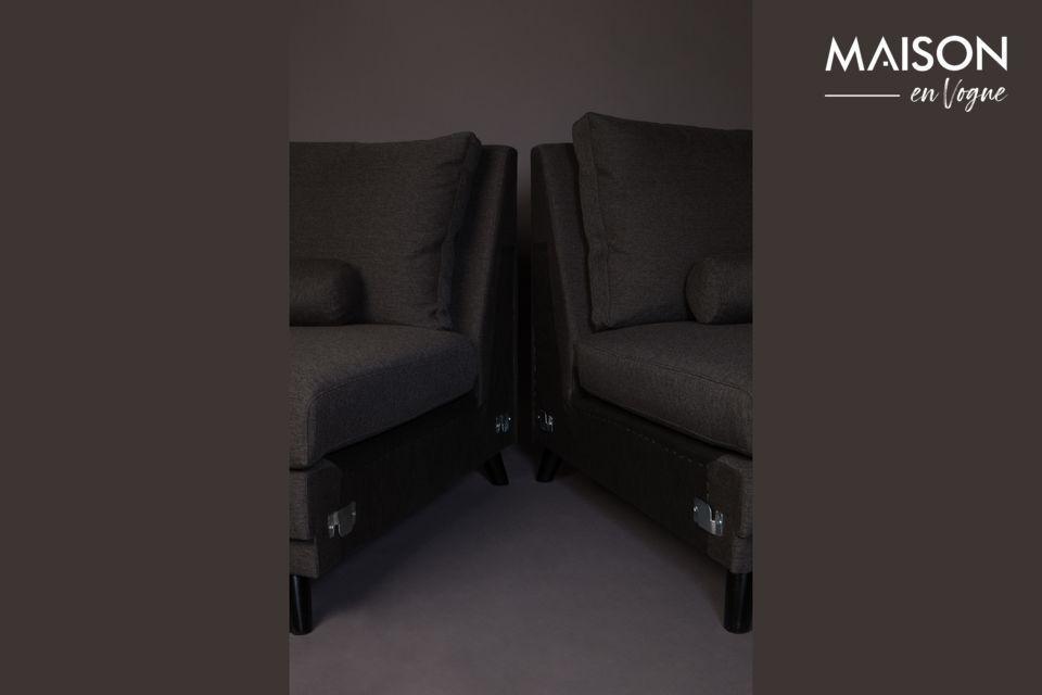 Ha una lunghezza di 254 cm e una profondità di seduta di 60 cm