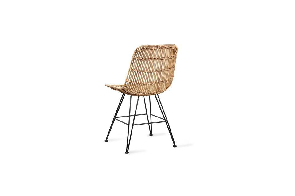 Il sedile e lo schienale di questa sedia sono realizzati in rattan naturale