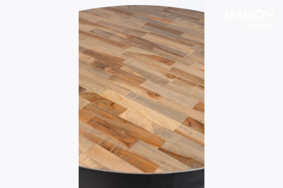 Un moderno tavolo da bar con note naturali
