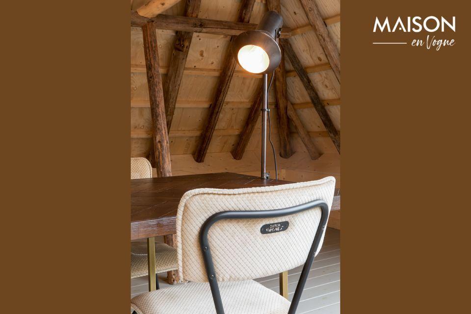 La sedia Melonie color sabbia è un omaggio alle sedie da cucina in formica