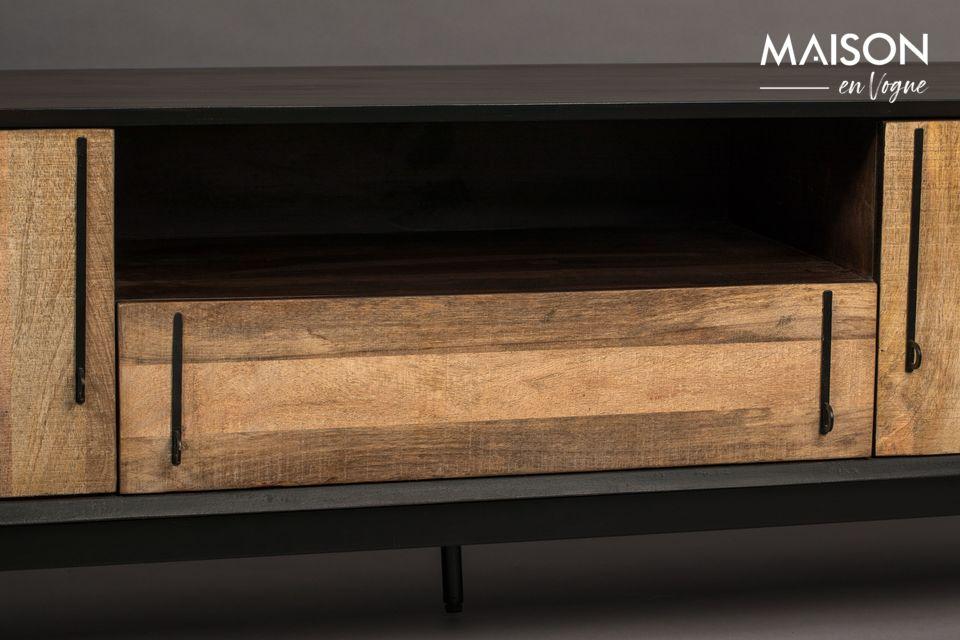 Sul fronte, una sottile impiallacciatura di legno di mango fornisce contrasto e attira la luce