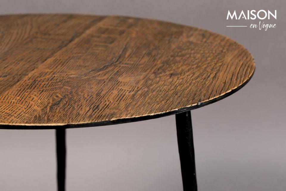 Le belle costole di quercia conferiscono a questo tavolo un aspetto naturale molto piacevole