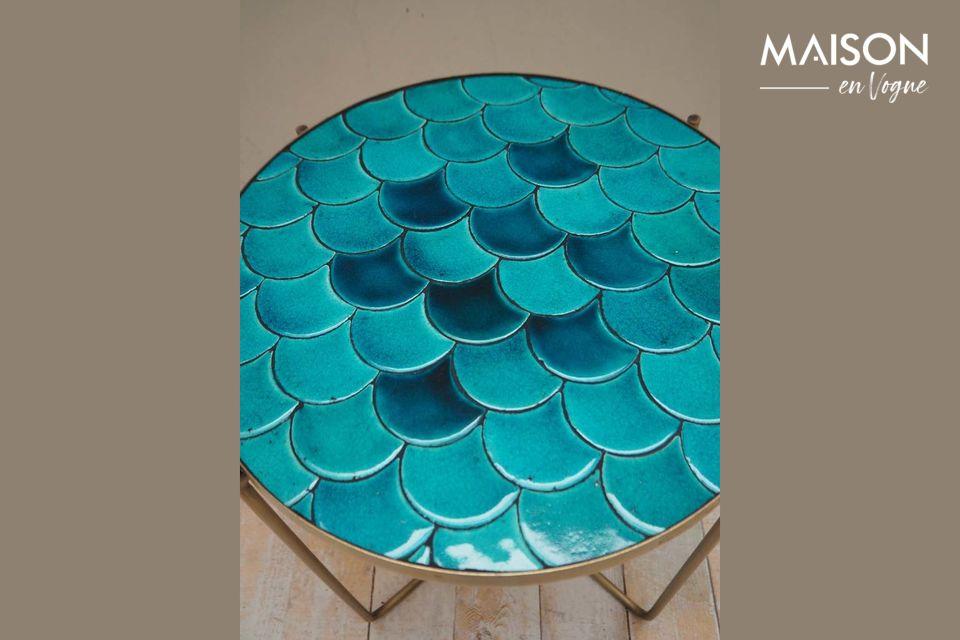 Il tavolino Séguret offre un\'architettura insolita con le sue scale blu disegnate in ceramica