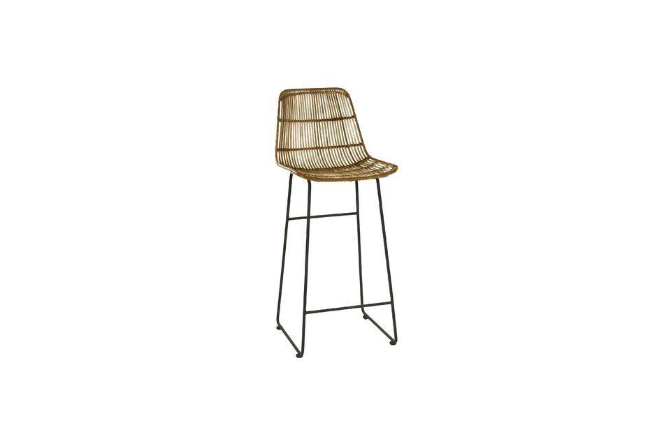 Questo modello di Sun bar chair è dotato di una base in metallo con poggiapiedi ad altezza