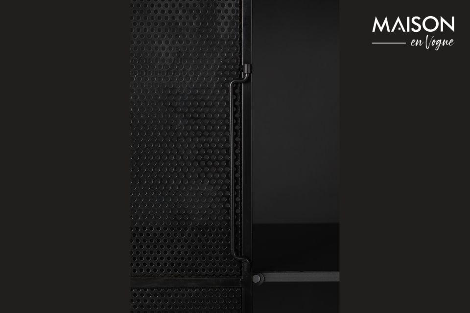 È realizzato in ferro laccato nero, le due porte sono schermate per rinforzare il lato industriale