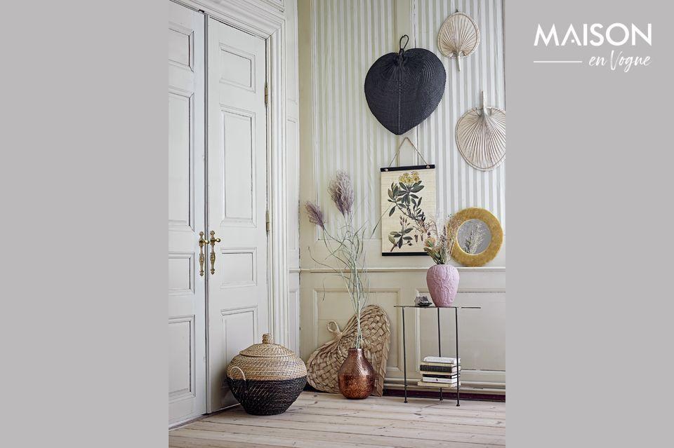 Una bella foglia di palma come decorazione murale atipica