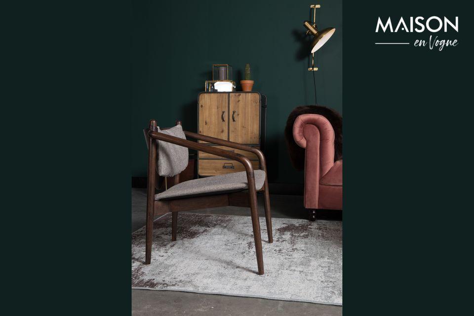 Una moderna ed elegante sedia in stile anni '60