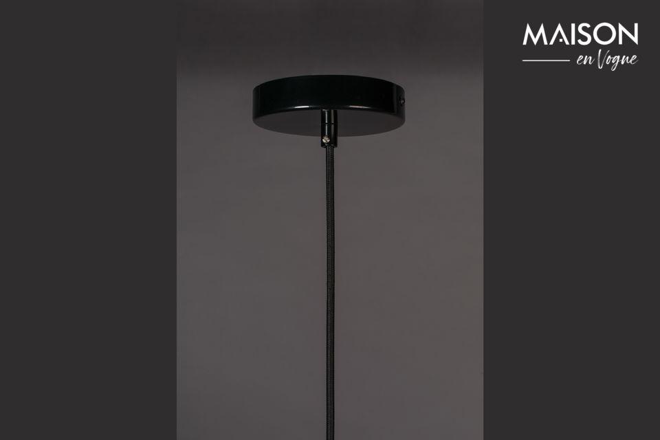 Un vero e proprio design per questa lampada nera