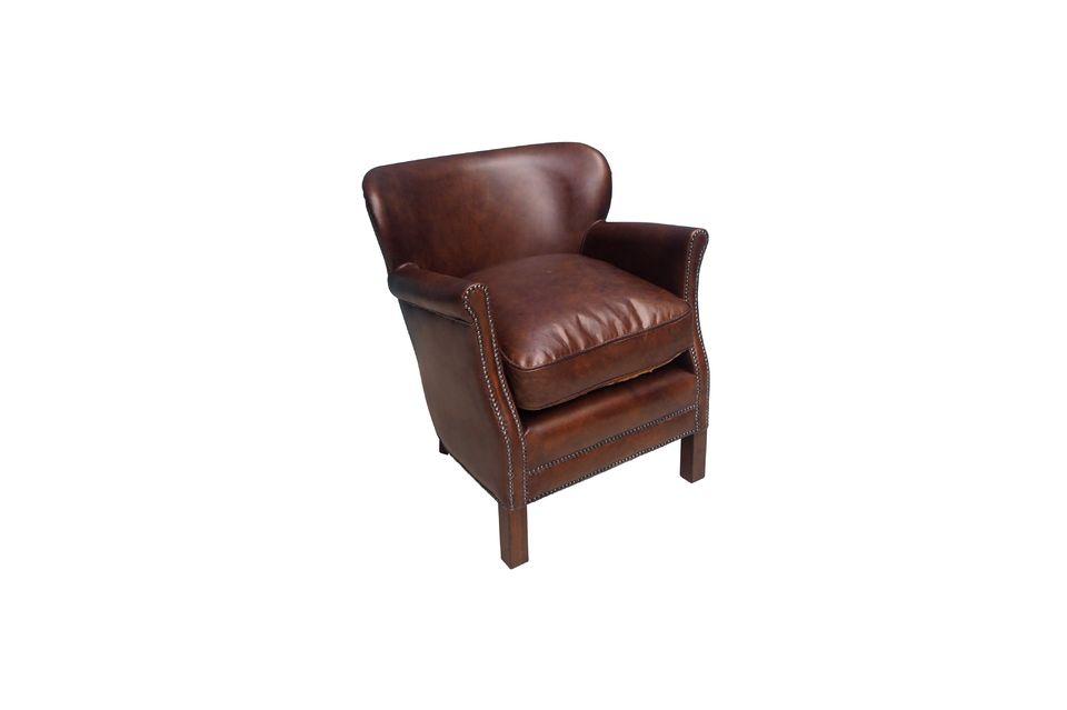 Questo bellissimo divano ha un tocco tutto britannico con gusto squisito e classicismo
